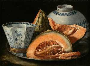 Un Still-Life enestado Melón , un octogonal azul y blanco taza en un cargador de plata