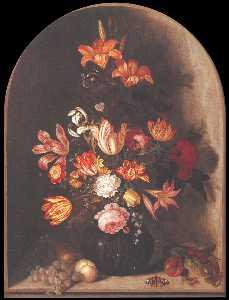 Vase de fleurs dans une niche