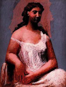 Femme assise en chemise