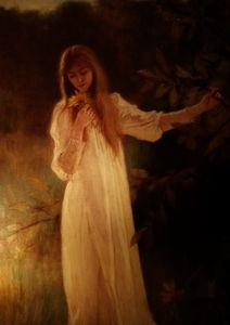 Jeune femme tenant des fleurs