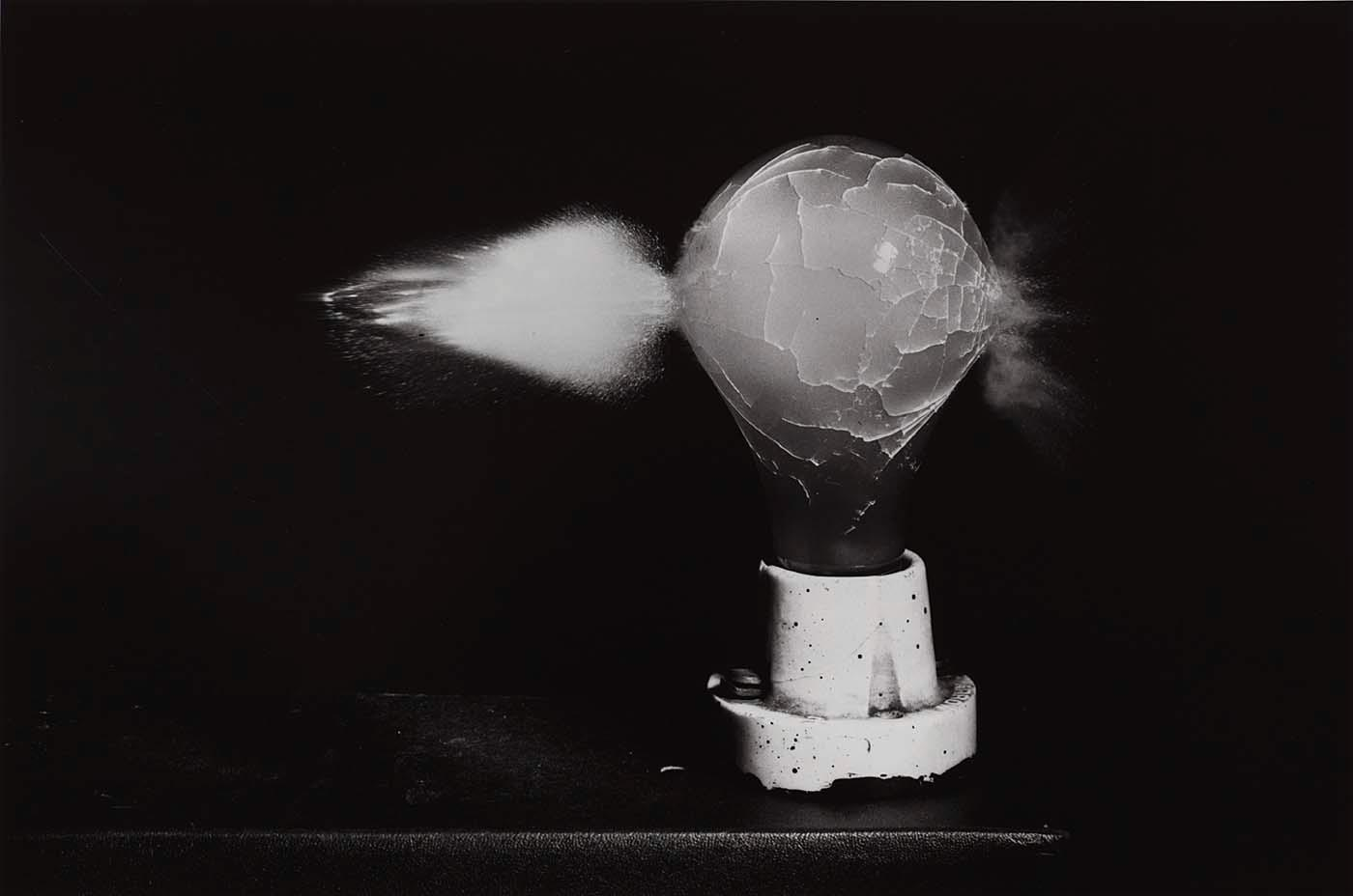 Wikioo.org - The Encyclopedia of Fine Arts - Painting, Artwork by Harold E Edgerton - Death of a Lightbulb (fourth photo in sequence of four)